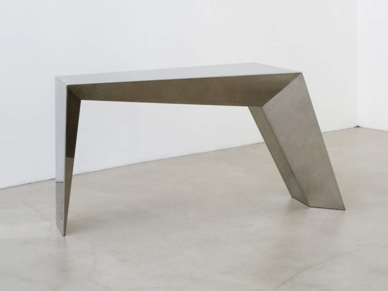 An Unbalanced Table von Thomas Feichner
