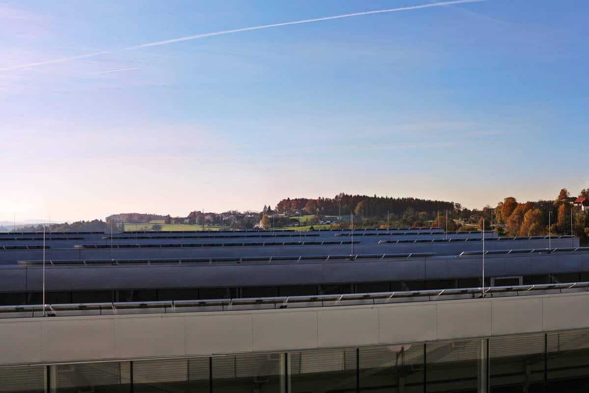 - Schinko PV-Anlage am Dach der Produktionshalle