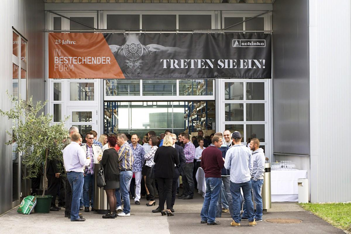 Schinko 25 Jahr Feier - Impressionen von der zum Festsaal umgestalteten Produktionshalle.