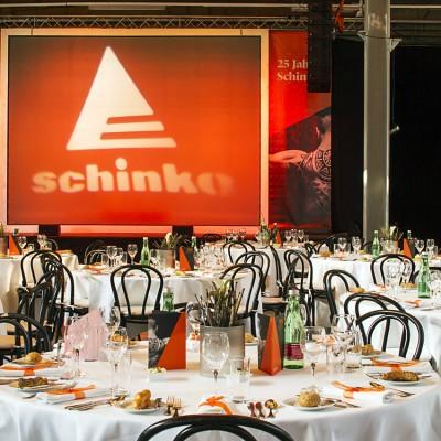 Schinko 25 Jahr Feier - Impressionen von der zum Festsaal umgestalteten Produktionshalle bei der 25 Jahr Feier der Firma Schinko.