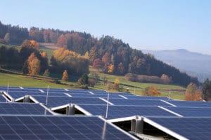 Photovoltaikanlage auf dem Dach von Schinko Gebäude.