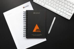 Schinko Konstruktionsmanual mit Stift und Tastatur