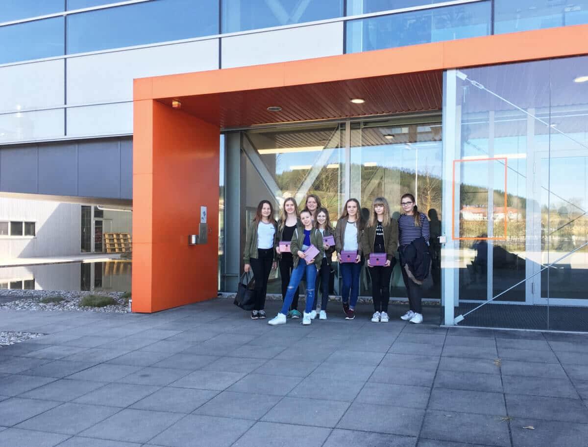 Schinko Technik-Talentinnen-Tag - Gruppe der Technik-Talentinnen bei Schinko