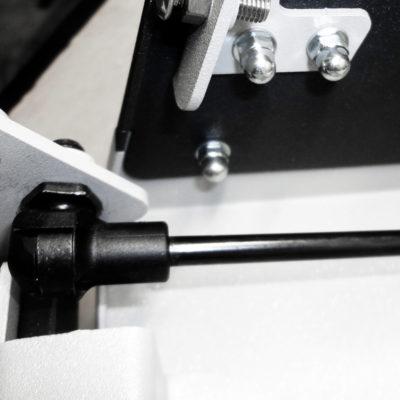 50.000 Wiederholungen: Eine neue Scharnier-Variante besteht den Schinko-Dauertest