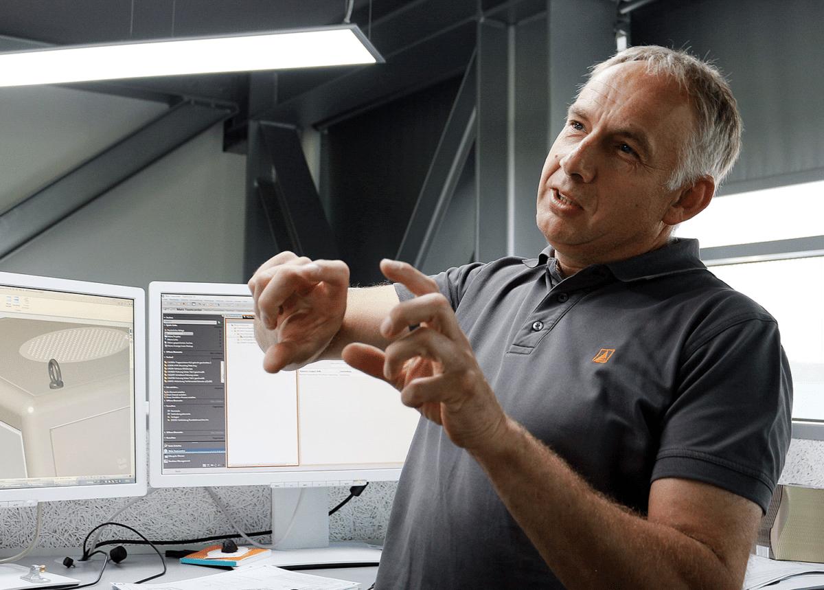- Manfred Freudenthaler vom Team Konstruktion & Entwicklung erklärt