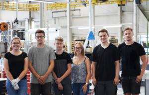 Sechs Ferialarbeitskräfte bei Schinko in der Montage Halle