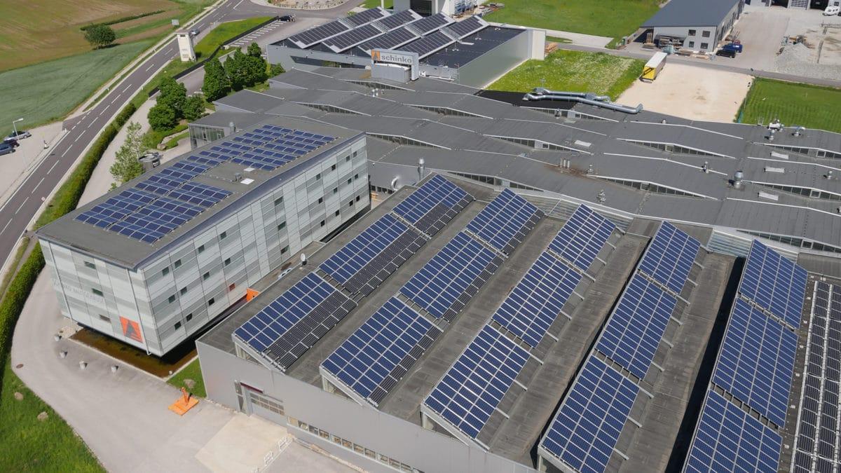 - Eigene Photovoltaikanlagen  decken den Energiebedarf zu 100% ab