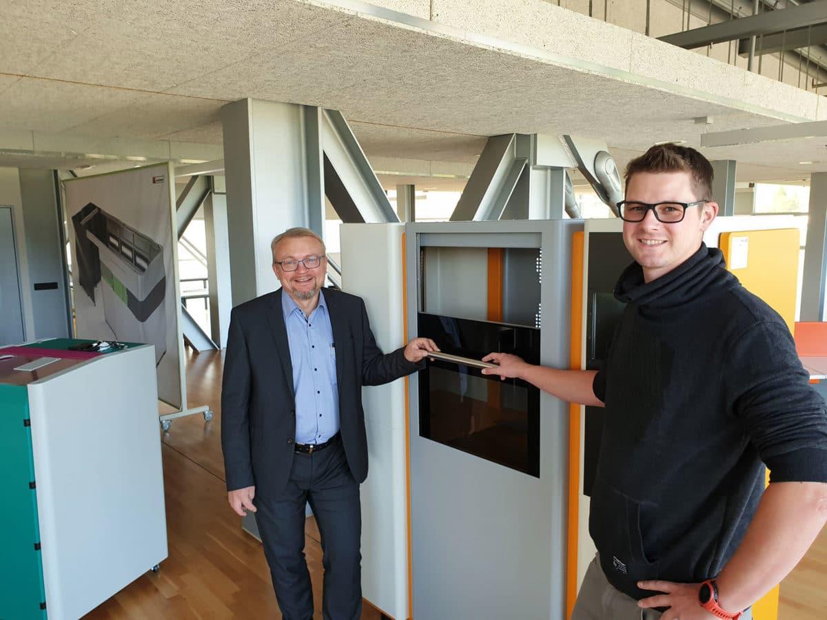 - Geschäftsführer Gerhard Lengauer und Mitarbeiter