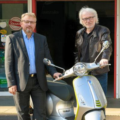 E-Moped-Verlosung bei Schinko - Gerhard Lengauer, Michael Schinko